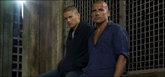 Wentworth Miller and Dominic Purcell posing in front of a prison cell.
