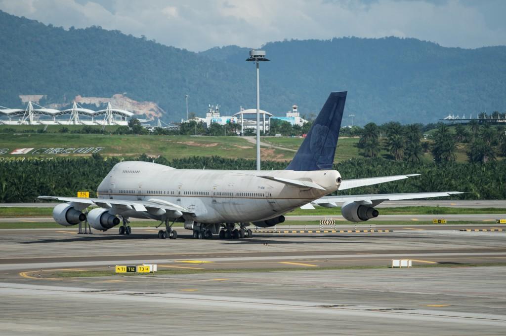 job as a pilot, plane on runway