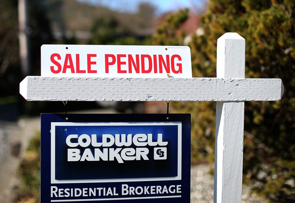 sale pending sign real estate