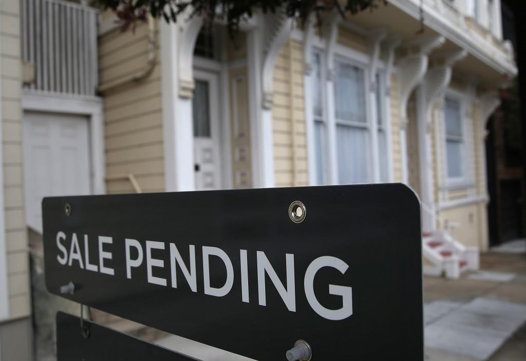 real estate sale pending sign