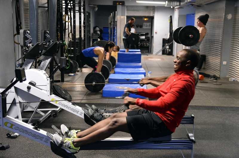 man doing rows and weight lifting