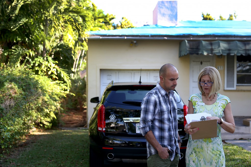 A real estate agent talks with a prospective homeowner