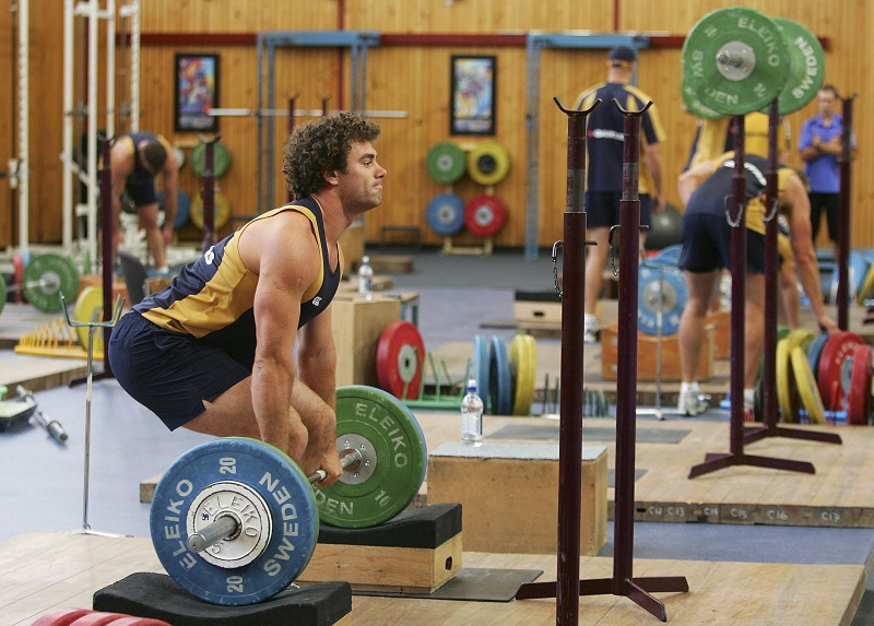 bodybuilder power cleans