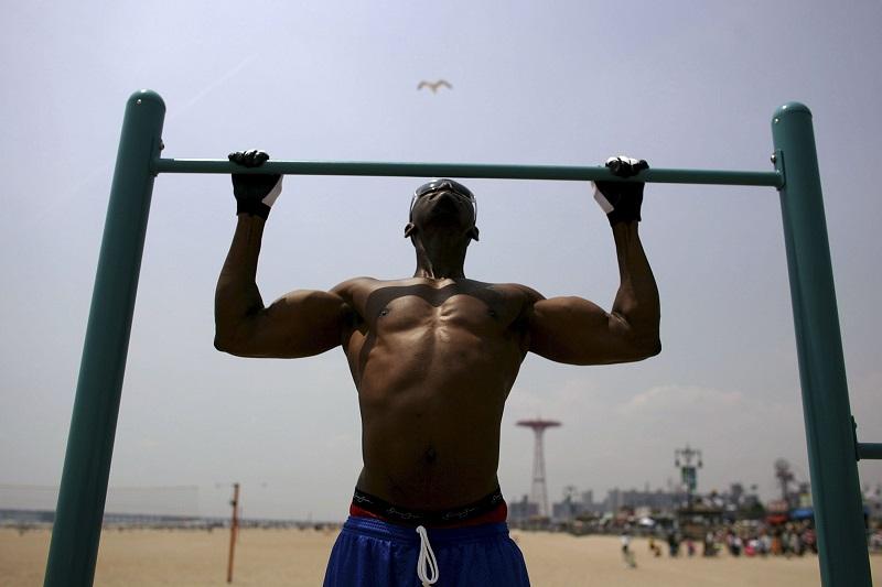 man doing pull-ups