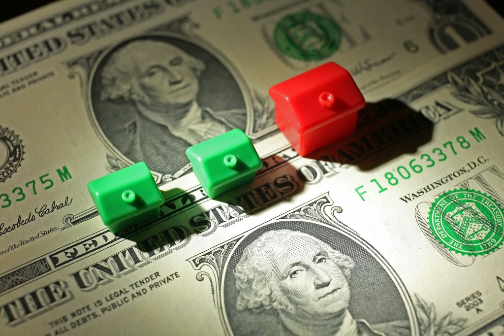 monopoly houses money