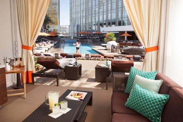 Mandarin Oriental Las Vegas pool cabana