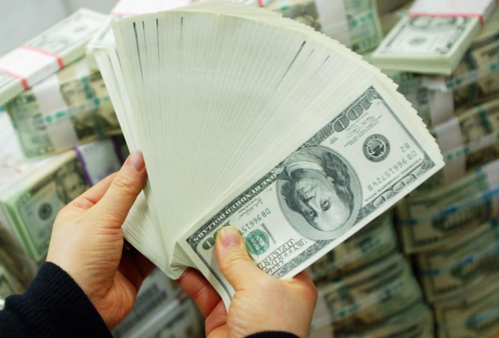 fan of $100 bills
