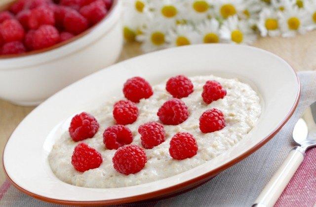 oatmeal, raspberries