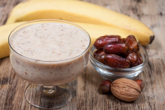 banana smoothie, dates, nuts
