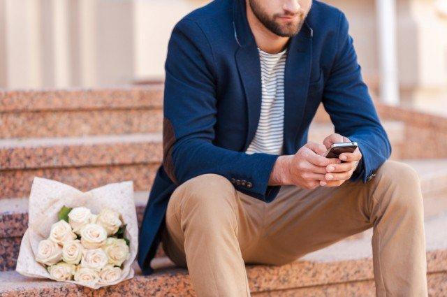 a man texting