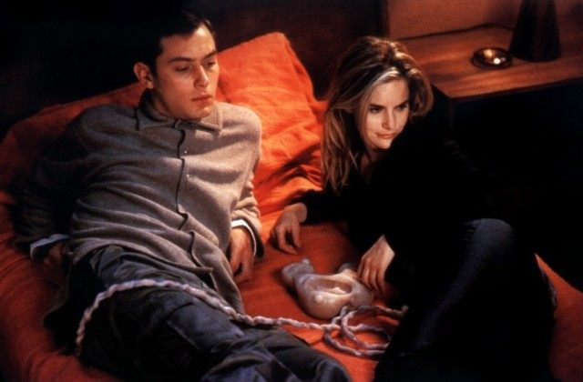 Jude Law and Jennifer Jason Leigh in 'eXistenZ'