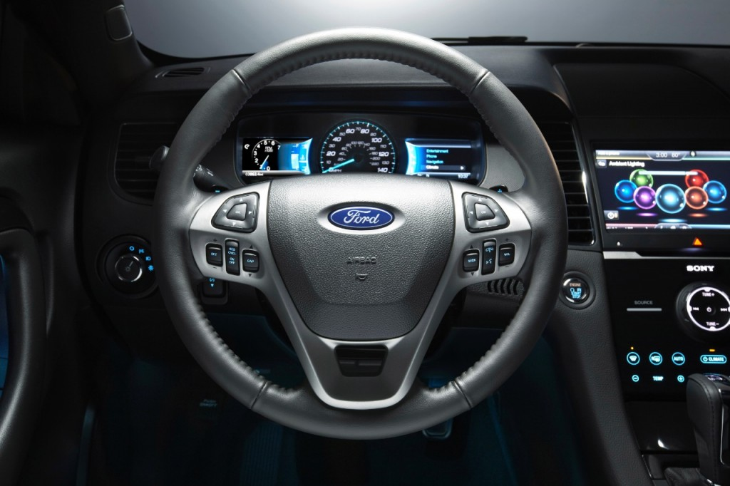 15Taurus-SHO_Steering Wheel
