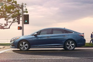How to Get the Best Fuel Economy From a Hybrid Car