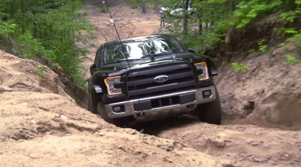 the 2017 ford raptor flexes its off road muscle. Black Bedroom Furniture Sets. Home Design Ideas
