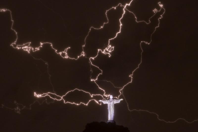Lightning above Rio