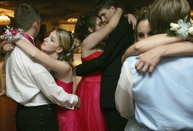 dates dance at prom
