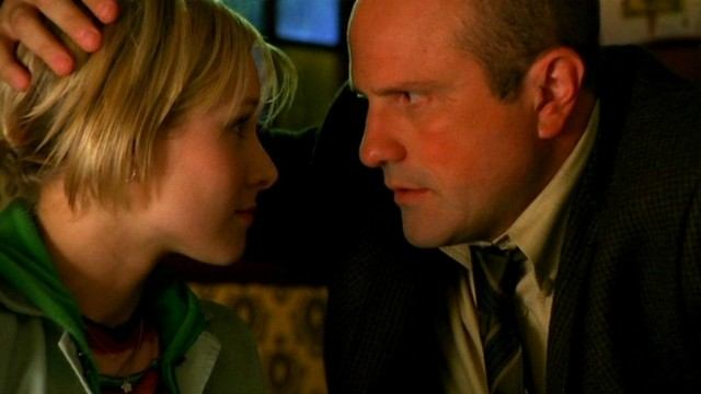 Kristen Bell and Enrico Colantoni in 'Veronica Mars'