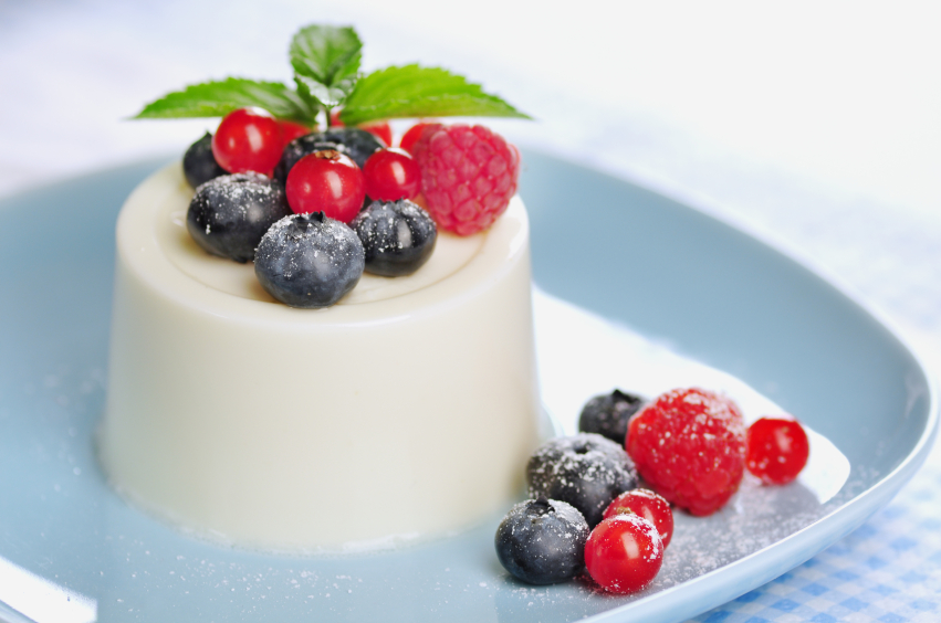 panna cotta, berries