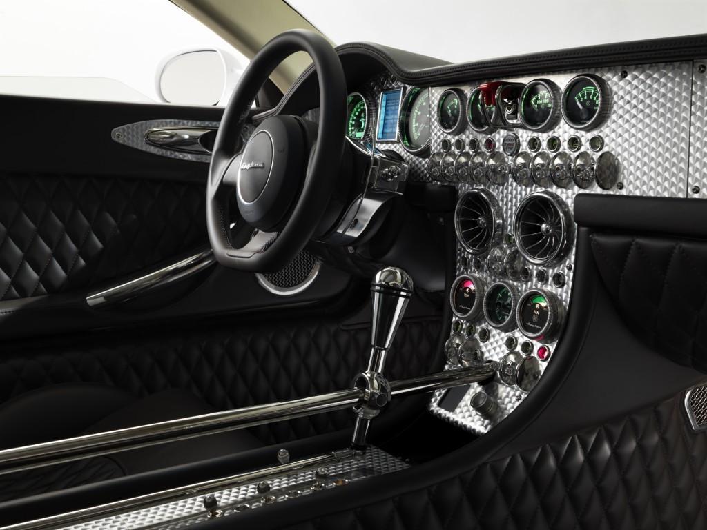Interior of a Spyker C8 Aileron