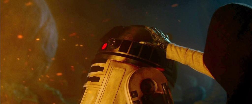 Luke Skywalker and R2-D2 in The Force Awakens