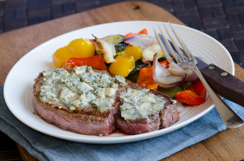 steak, peppers, blue cheese