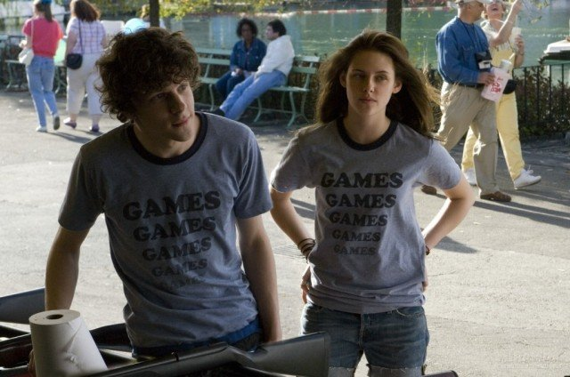 Jesse Eisenberg and Kristen Stewart in 'Adventureland'