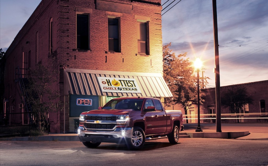 2016-Chevrolet-Silverado-LT-at-Restaurant-005.jpg