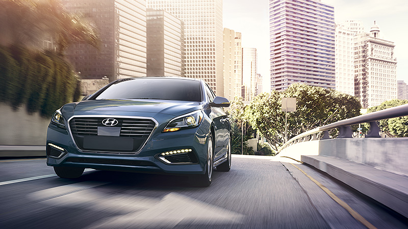 2016-hyundai-sonata-hybrid-ext-09-LED-daytime-running-lights