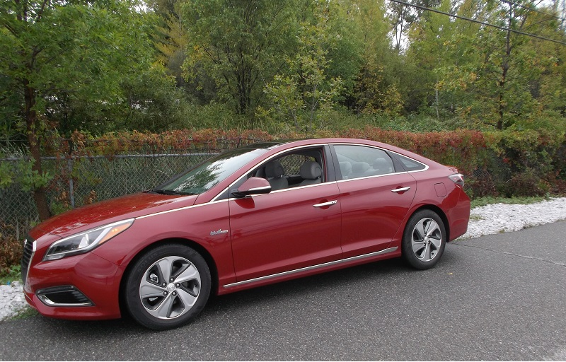2016 Sonata Hybrid Eric Schaal/Autos Cheat Sheet
