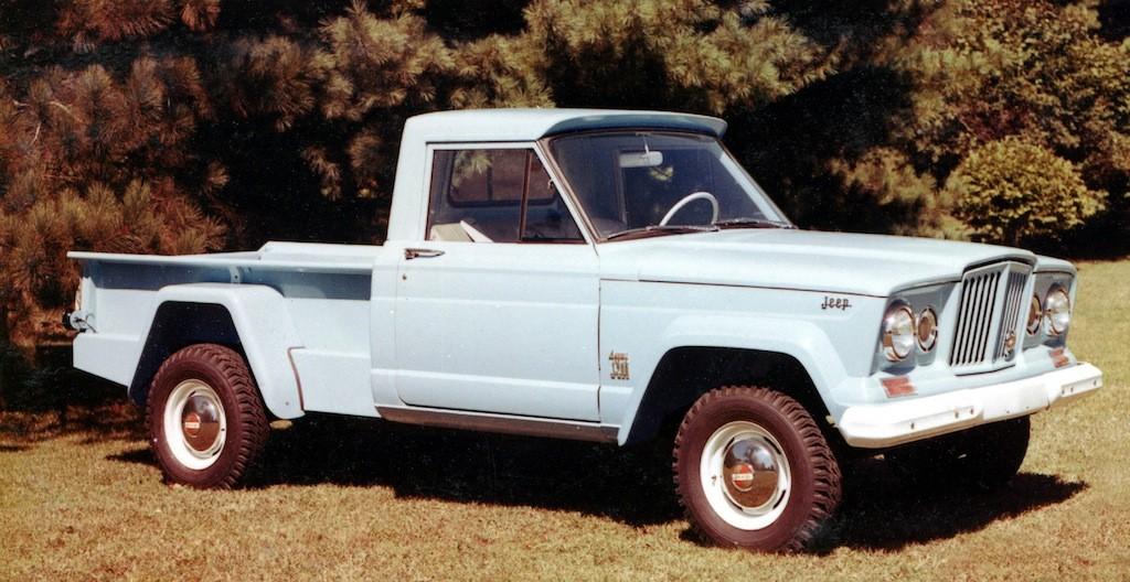 1962 Jeep J-200