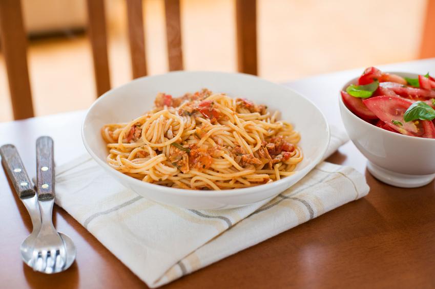 spaghetti, pasta, tuna, tomato