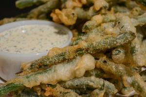 20-Minute Beer-Battered Green Beans Make an Addictive Snack