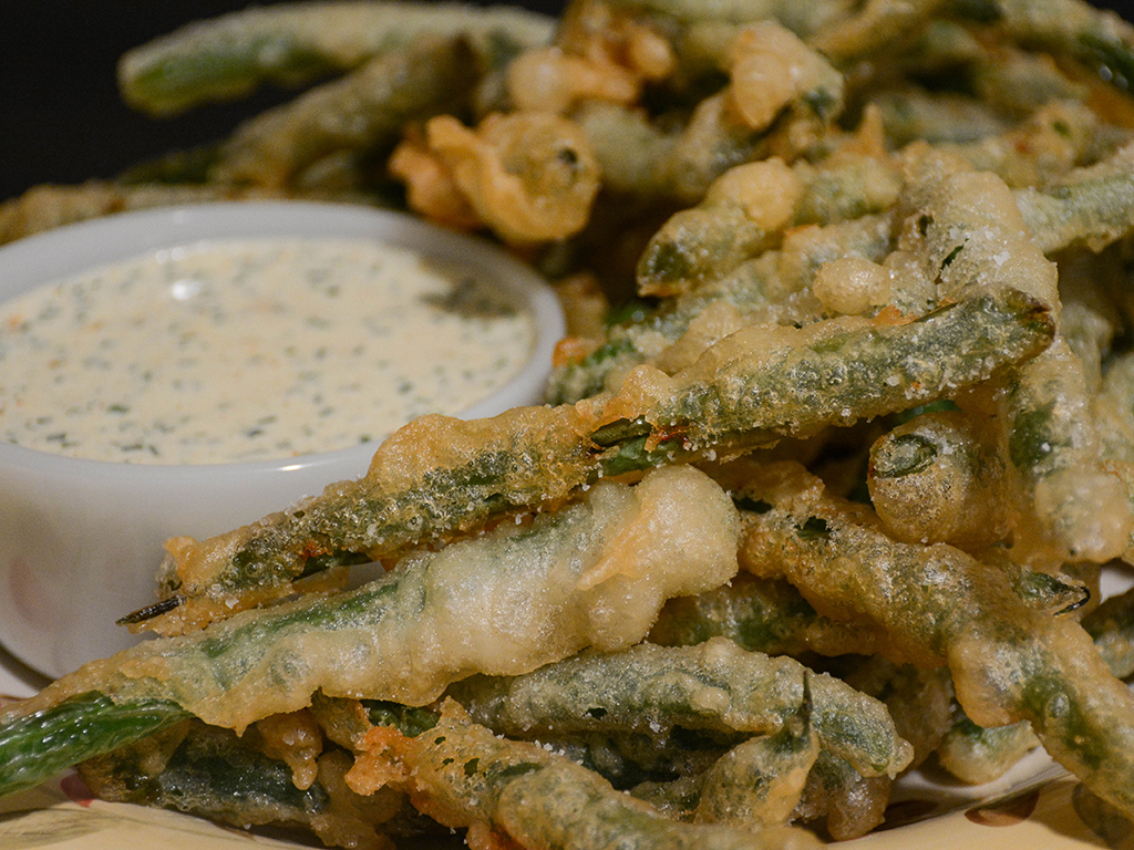 beer-battered green beans with spicy buttermilk dressing 1