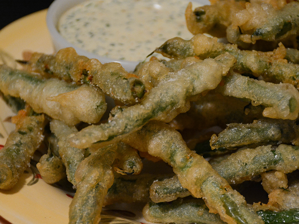 beer-battered green beans with spicy buttermilk dressing 2