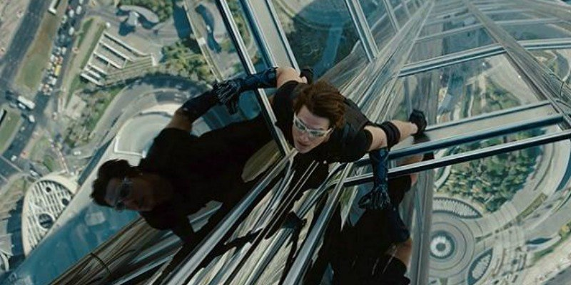 Tom Cruise scales a skyscraper in Mission: Impossible Ghost Protocol