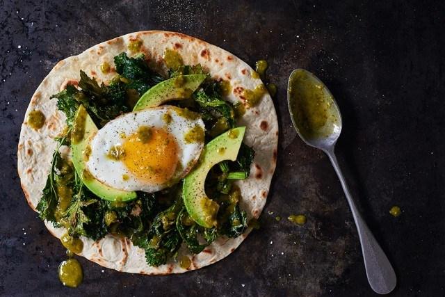 02_BR_roasted_broccoli_tostada_finished_tostadas_007_webimg