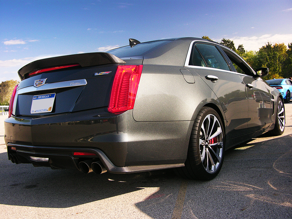 2016 cadillac cts v how does it handle on the race track. Black Bedroom Furniture Sets. Home Design Ideas