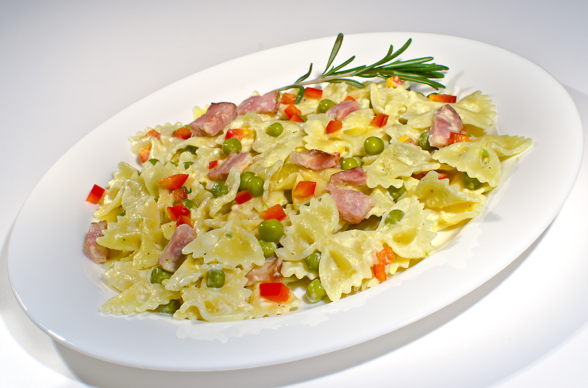Pasta with peas and ham
