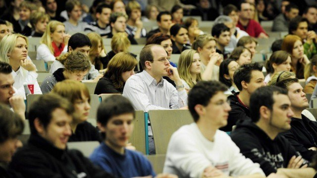 students attending a college lecutre