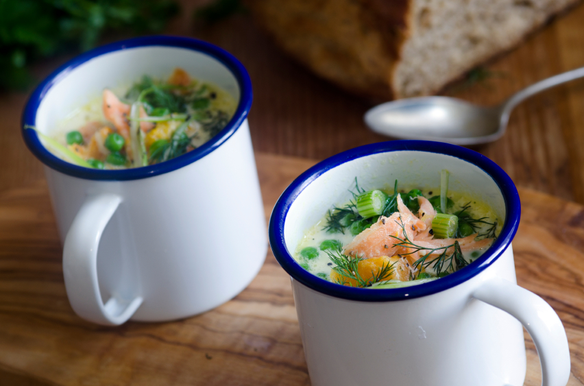 fish chowder in mugs
