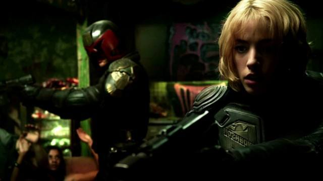 Karl Urban as Judge Dredd and Olivia Thirlby as Judge Anderson pointing guns in Dredd