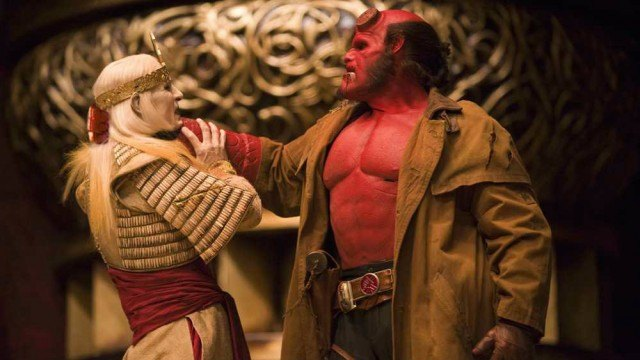 Ron Perlman as Hellboy holding Luke Goss' Prince Nuada by the neck in Hellboy II: The Golden Army