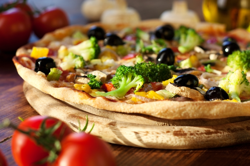 vegetable pizza, broccoli