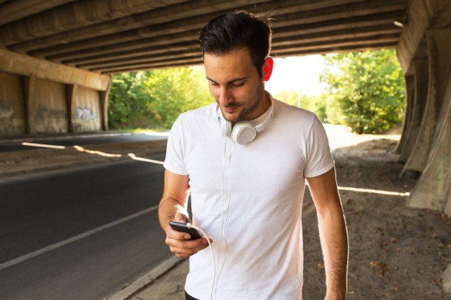 Man listening to music with his smartphone