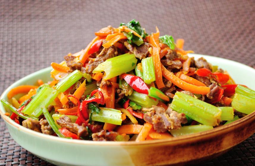 stir-fried beef with vegetables, celery