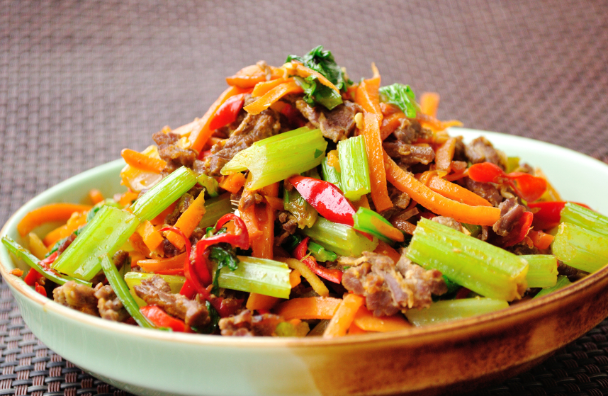 stir-fried beef with vegetables, celery