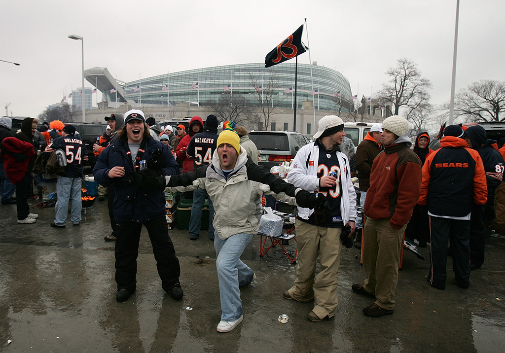 Chicago Bears fans, tailgate