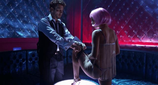 Clive Owen and Natalie Portman in 'Closer'