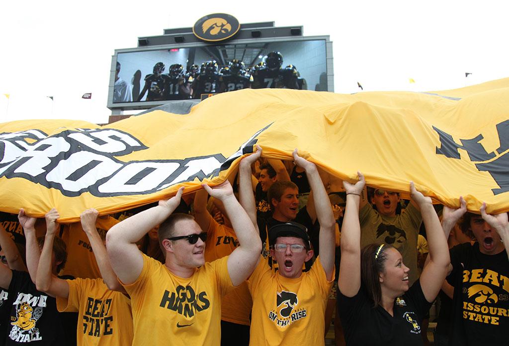 Iowa Hawkeye fans, tailgate