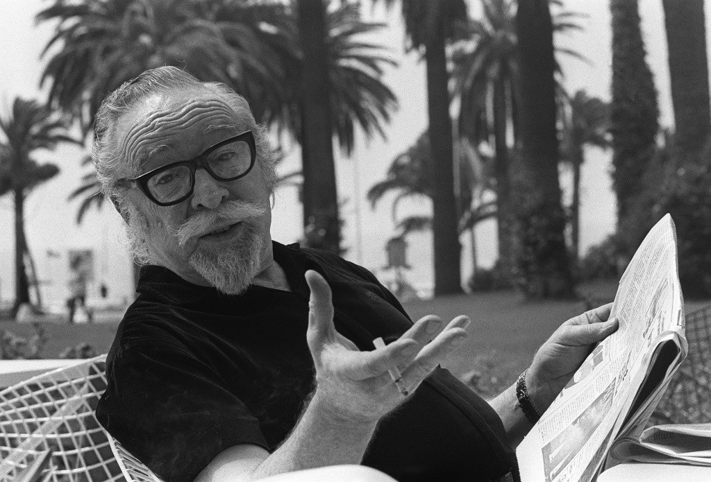 a biography of dalton trumbo a soldier from world war 1 Author biography dalton trumbo (december  the idea for the novel came to trumbo after he learned of a british soldier who was seriously injured during world war i.